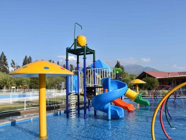 【国外】智利水上乐园 组合式滑梯