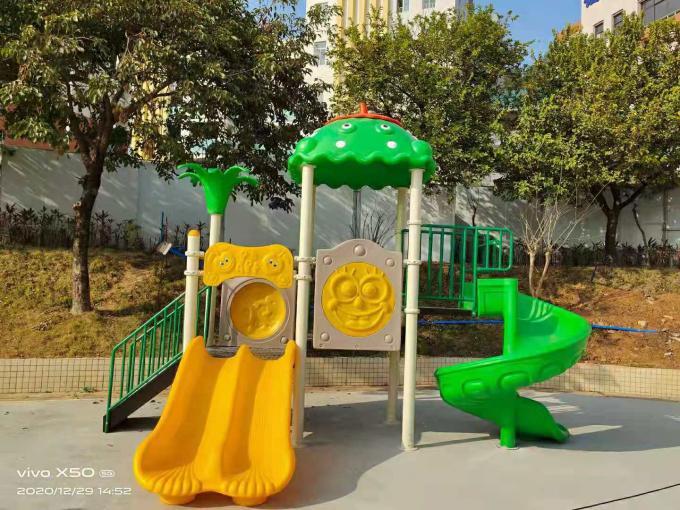 绿色儿童滑梯